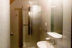 Każdy pokój ma własną łazienkę.